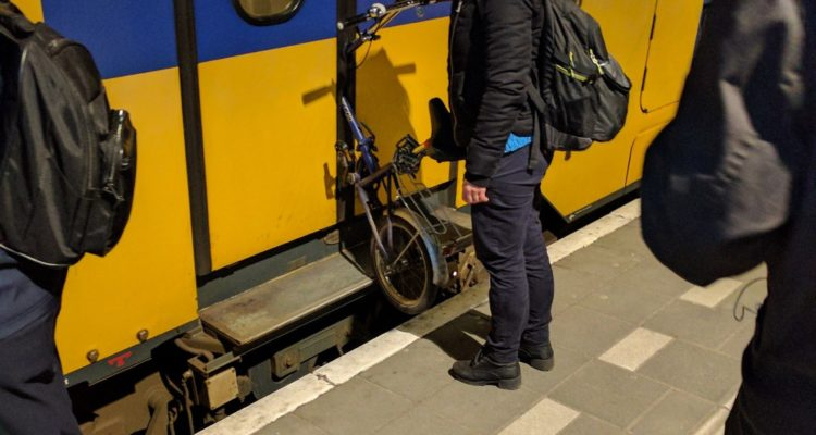 Fietser wil meer ruimte in trein voor fiets